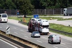 Lastbilar på huvudvägen Royaltyfri Foto