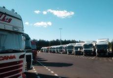 Lastbilar på säkerhet parkerar på Europa Arkivfoto
