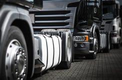 Lastbilar som blir i trafik arkivfoton