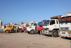 Lastbilar som parkerar i Casablanca Arkivbilder