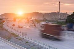 Lastbilbehållare på väghastighetsleverans Royaltyfri Foto