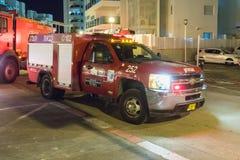 Lastbilen för röd brand står på en stadsgata i den Nahariyya staden i Israel Royaltyfria Foton