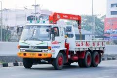 Lastbilen med kranen av Nim ser det Seng Transport företaget 1988 Arkivbilder