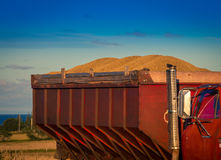 Lastbilpåfyllning av korn Arkivfoton