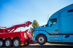 Lastbilsammanbrott och bogsera i Seattle Washington arkivfoto