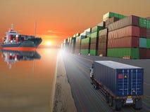 Lastbilskepp med behållaren på solnedgångbakgrund Arkivfoto