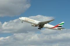 Lastemirater Boeing 777 Fotografering för Bildbyråer