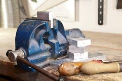 Laster mit einem Block des Metalls Lizenzfreies Stockfoto