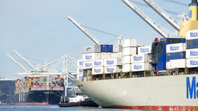 Lastfartyg HANJIN FÖRENADE KUNGARIKET som avgår porten av Oakland Royaltyfri Fotografi
