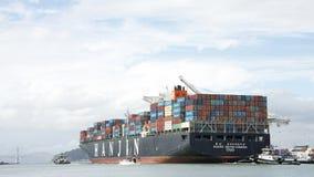 Lastfartyg HANJIN FÖRENADE KUNGARIKET som avgår porten av Oakland Royaltyfria Bilder
