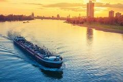 Lastfartyg i flodRhen Fotografering för Bildbyråer