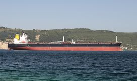 Lastfartyg i havet Royaltyfri Fotografi