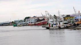 Lastfartyg i havet, Samut sakorn Thailand arkivfilmer