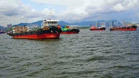 Lastfartyg i Hong Kong Harbor Royaltyfri Fotografi