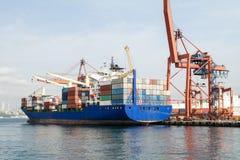 Lastfartyg i Istanbul Royaltyfria Foton