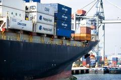 Lastfartyg i porten av Rotterdam royaltyfri foto