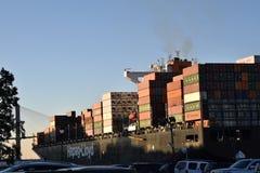 Lastfartyg i Savannahhamn arkivbilder