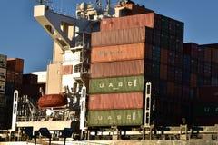 Lastfartyg i Savannahhamn royaltyfria foton