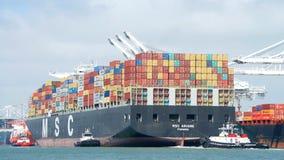 Lastfartyg MSC ARIANE som skriver in porten av Oakland Royaltyfria Foton