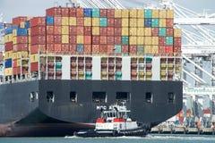 Lastfartyg MSC ARIANE som skriver in porten av Oakland Royaltyfria Bilder