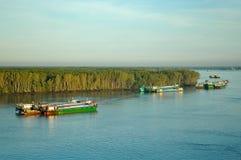 Lastfartyg på en flod nära Ho Chi Minh, Vietnam royaltyfri fotografi