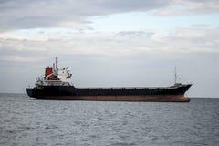 Lastfartyg på havet Royaltyfri Foto