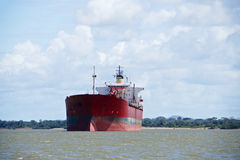 Lastfartyg på Orinocoet River Fotografering för Bildbyråer