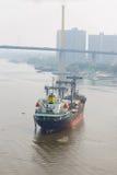 Lastfartyg på porten Fotografering för Bildbyråer