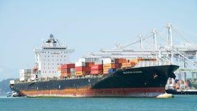 Lastfartyg SEASPAN NINGBO som skriver in porten av Oakland arkivbilder