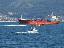 Lastfartyg som planläggs för transport royaltyfria foton
