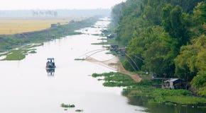 Lastfartyg som svävar på Mekonget River Arkivfoton