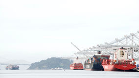 LastfartygLOCK JACKSON, NYK ARTEMIS och KOTA EKSPRESS Arkivfoto