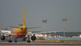 Lastflygbuss A300 som ?ker taxi, n?r att ha landat lager videofilmer