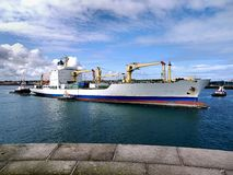 Lastfraktbåt royaltyfria foton