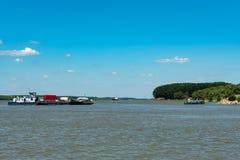 Lastkahn auf Donau-Delta lizenzfreie stockfotos