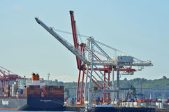 Lastkahn am Kanal von Seattle lizenzfreies stockbild