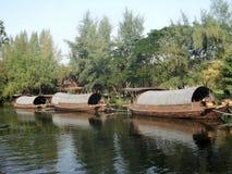 Lastkahn- und Schlepperboot im Kanal Stockfoto