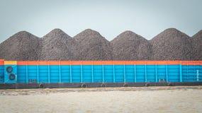 Lastkahn voll der Kohle Lizenzfreies Stockbild