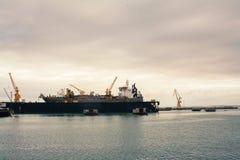 Lastkranar i skeppsdockan Royaltyfri Fotografi