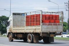 Lastlastbil av läderremmen i transport Royaltyfri Fotografi