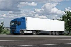 Lastlastbil på vägen Royaltyfri Fotografi