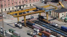 Lastningsbryggajärnvägkran Fotografering för Bildbyråer