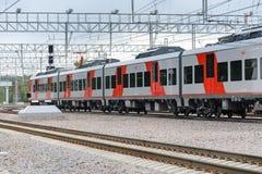 Lastochka市郊火车 莫斯科中央圈子线 免版税库存图片