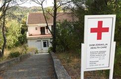 Lastovo, Хорватия - август 2017: Больница и отделение скорой помощи в l Стоковое Изображение