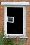Lastra di vetro rotta nell'apertura della finestra Immagini Stock