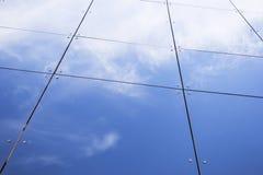Lastre di vetro di vetro sulla facciata di costruzione commerciale Fotografia Stock Libera da Diritti