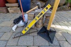 Lastricatori e strumenti di pietra per abbellire Fotografia Stock