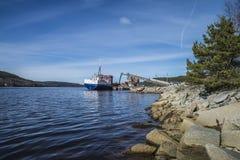 Lastskies Millivolts Falknes an Bakke-Hafen stockfotos