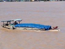 Lastskyttel på Mekong River Arkivfoto