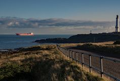 Lastskyttel som att närma sig den Aberdeen hamnen Arkivfoto